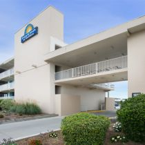 Outer Banks Hotels & Vacation Rentals, Days Inn & Suites Mariner